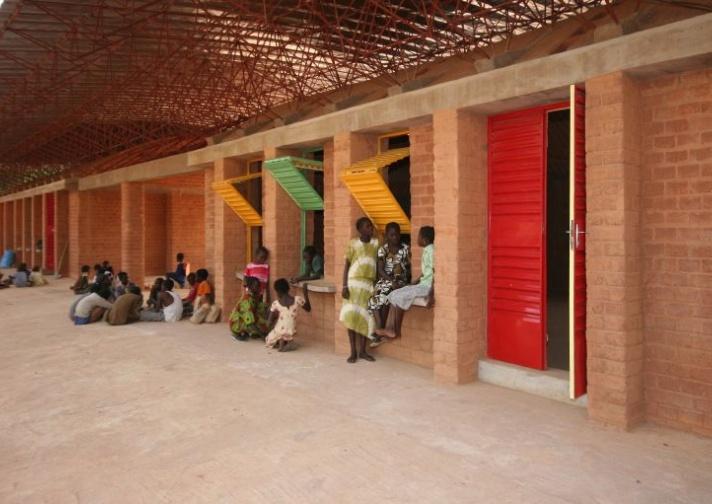 AFRIKA - Arkitektur, kultur og identitet. Kéré Architecture (Burkina Faso): Gando Secondary School, 2013. Foto: Erik-Jan Ouwerkerk.