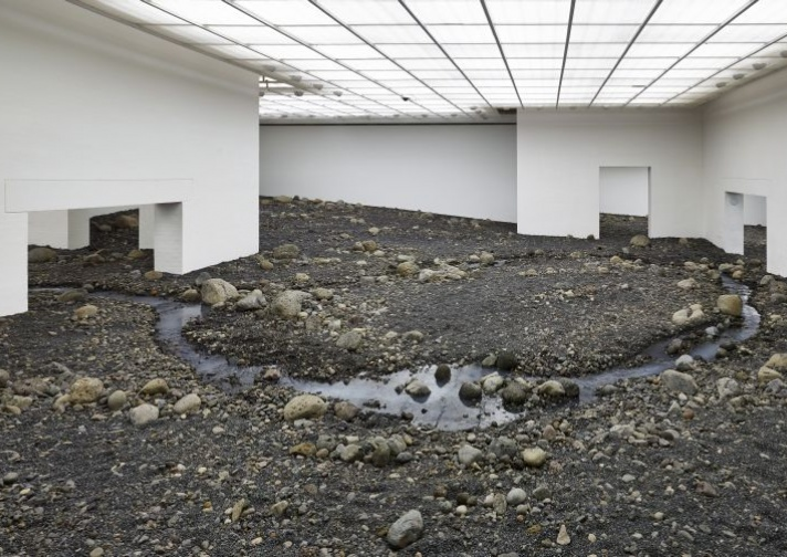 Olafur Eliasson, Riverbed, 2014. Louisiana Museum for Moderne Kunst. Foto: Anders Sune Berg.